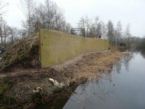 Kunstwand Oeverzwaluw in dierenpark Aqua Zoo te Leeuwarden, opgeknapt door VRS Menork, februari 2016