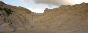 Een niet bewuste plek in een zanddepot waar soms talrijke oeverzwaluwen (heel tijdelijk) in broeden